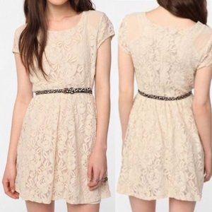 🌻 2/$25  Urban Outfitters Lace Dress